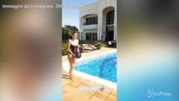 Diletta Leotta sì dà al calcio: palleggi a bordo piscina a Dubai