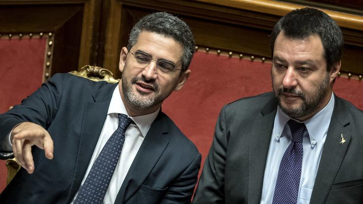 """Referendum propositivo, scontro Lega-M5s. Salvini: """"Quorum è necessario"""". Fraccaro: """"Il contratto non lo prevede"""""""