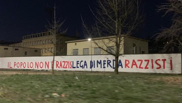 """Milano, imbrattati muri della sede Lega. Grimoldi: """"Brutto clima intimidatorio"""""""