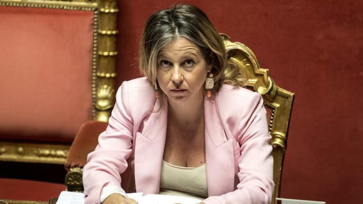 """Membri del Consiglio di Sanità 'schedati', bufera sulla ministra Grillo. Pd e FI: """"Interrogazione urgente"""""""