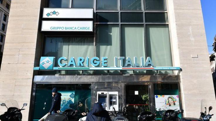"""Carige, Renzi e Pd: """"Vergogna, per anni ci avete insultati"""". Palazzo Chigi: """"Nessun conflitto di interesse per Conte"""""""