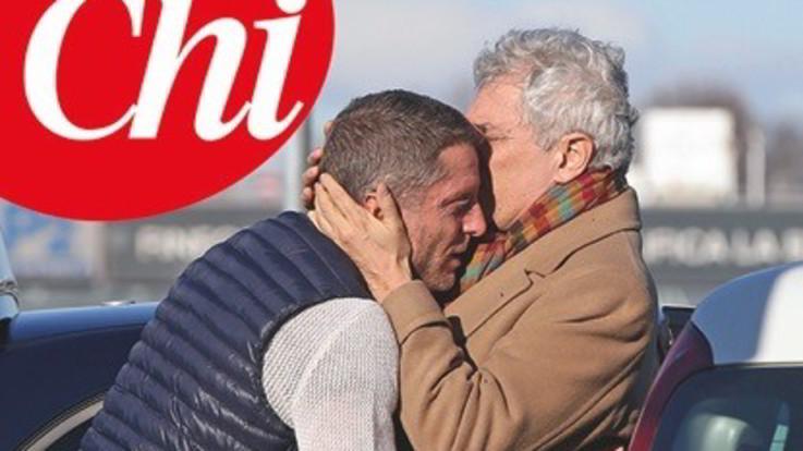 Lapo Elkann torna in Italia: su 'Chi' la foto dell'abbraccio con papà Alain