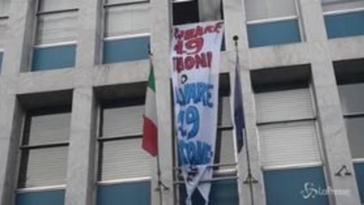 Sea Watch, a Milano la protesta sotto la sede del ministero delle Infrastrutture