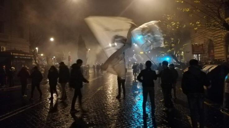 Lazio, scontri tra ultras e forze dell'ordine alla manifestazione per i 119 anni: agenti feriti