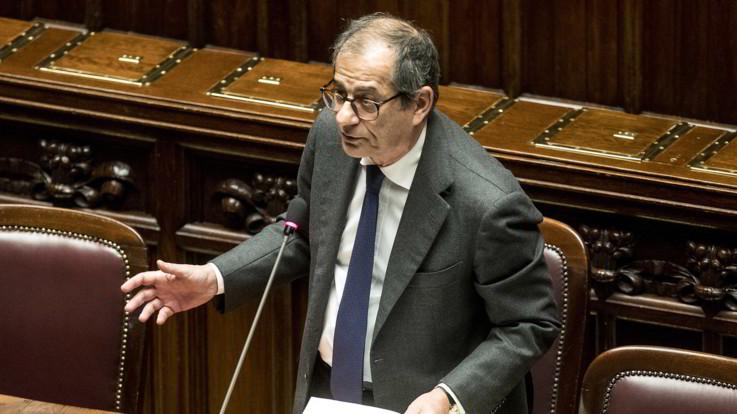 """Carige, Tria: """"Decreto analogo al 2016? Sì, non sono cambiate regole Ue"""". Scontro sulla nazionalizzazione"""
