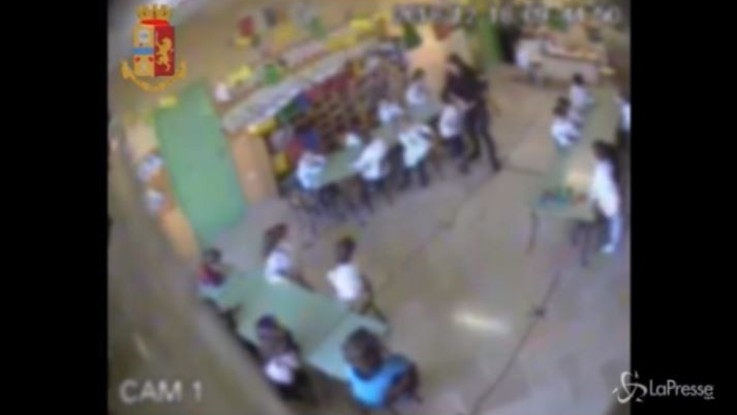 Spintoni e insulti ai bimbi dell'asilo: sospese due maestre nel Frusinate