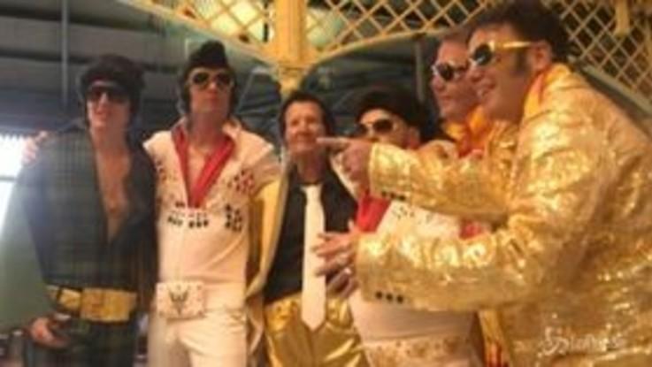 Australia, migliaia di fan travestiti da Elvis Presley al festival in suo onore