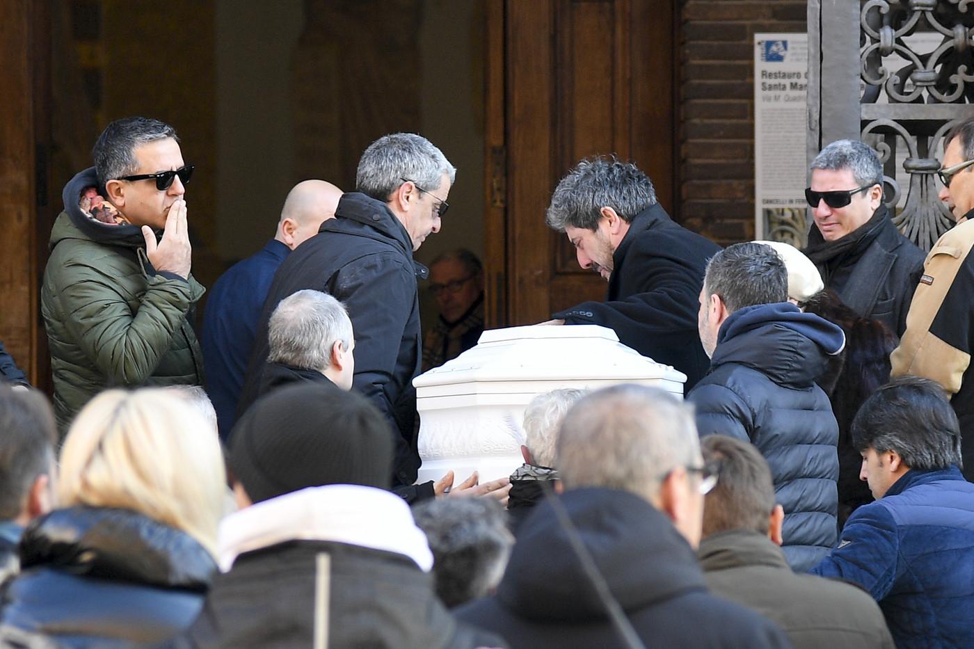 A Roma, i funerali di Camilla, la bambina morta sulle piste di sci