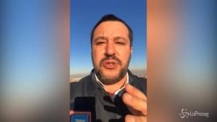 """Salvini contro Renzi: """"Io arrestato perché indosso le divise? Mi sacrificherò"""""""