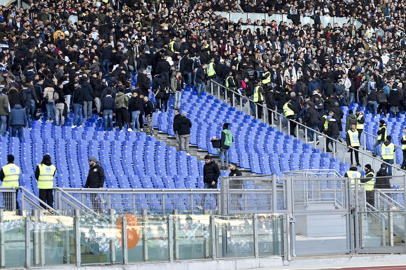 Coppa Italia, cori razzisti e antisemiti dalla curva della Lazio nel match contro il Novara. Aperta un'indagine
