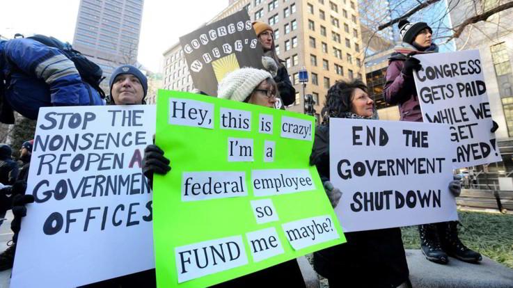 Shutdown da record: è il più lungo della storia Usa. Protestano i dipendenti federali: 800mila senza stipendio