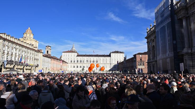 Torino, il ritorno dei Sì Tav: la folla invade piazza Castello
