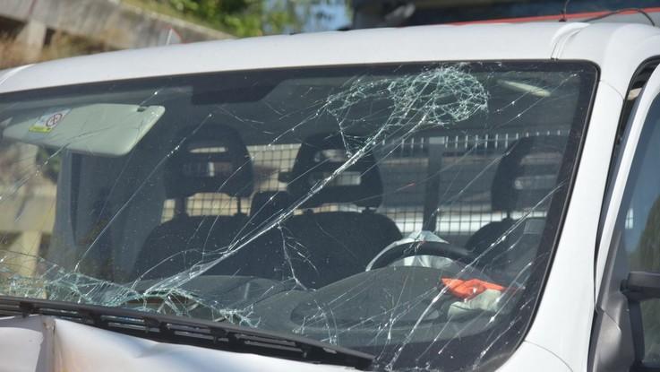 Milano, si ferma a soccorrere feriti dopo un incidente: tassista travolto e ucciso