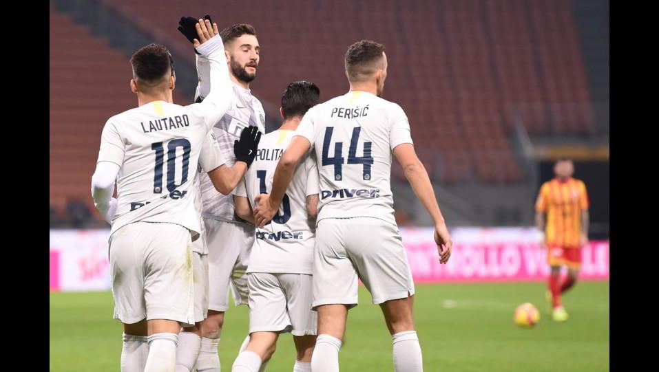 Lautaro Martinez festeggia dopo aver segnato il 4-0 ©