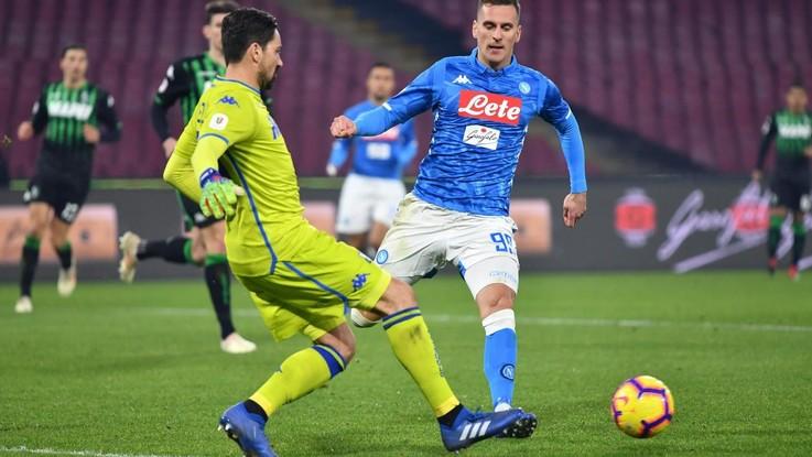 Milik e Fabian Ruiz per battere il Sassuolo. Napoli ai quarti con il Milan