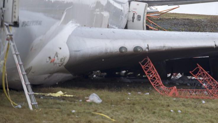 Iran, areo cargo contro il muro durante l'atterraggio: 15 morti