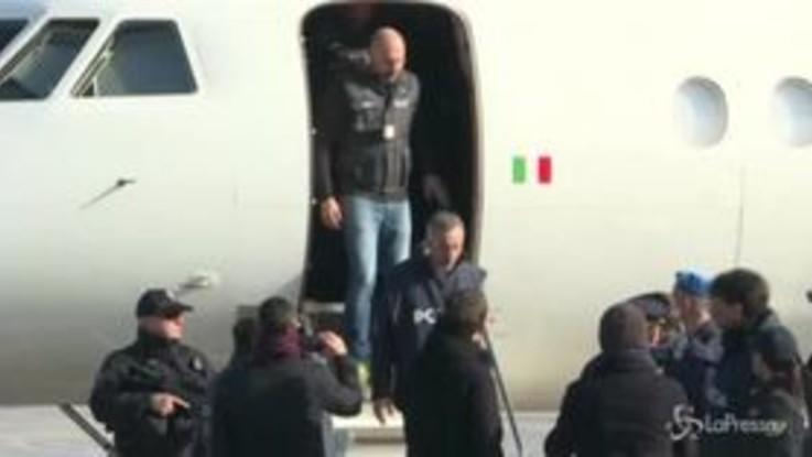Battisti in Italia, l'arrivo a Ciampino