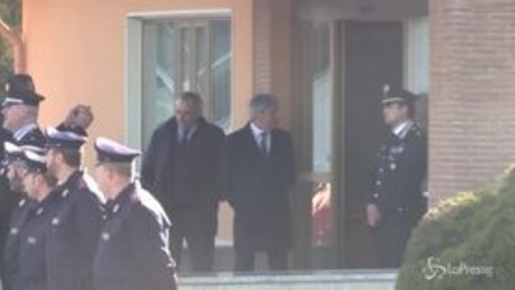 Battisti portato via dall'aeroporto di Ciampino