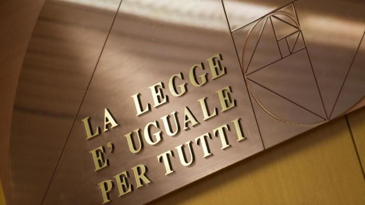 Lecce, pilotavano indagini e processi per soldi: arrestati due magistrati e un poliziotto