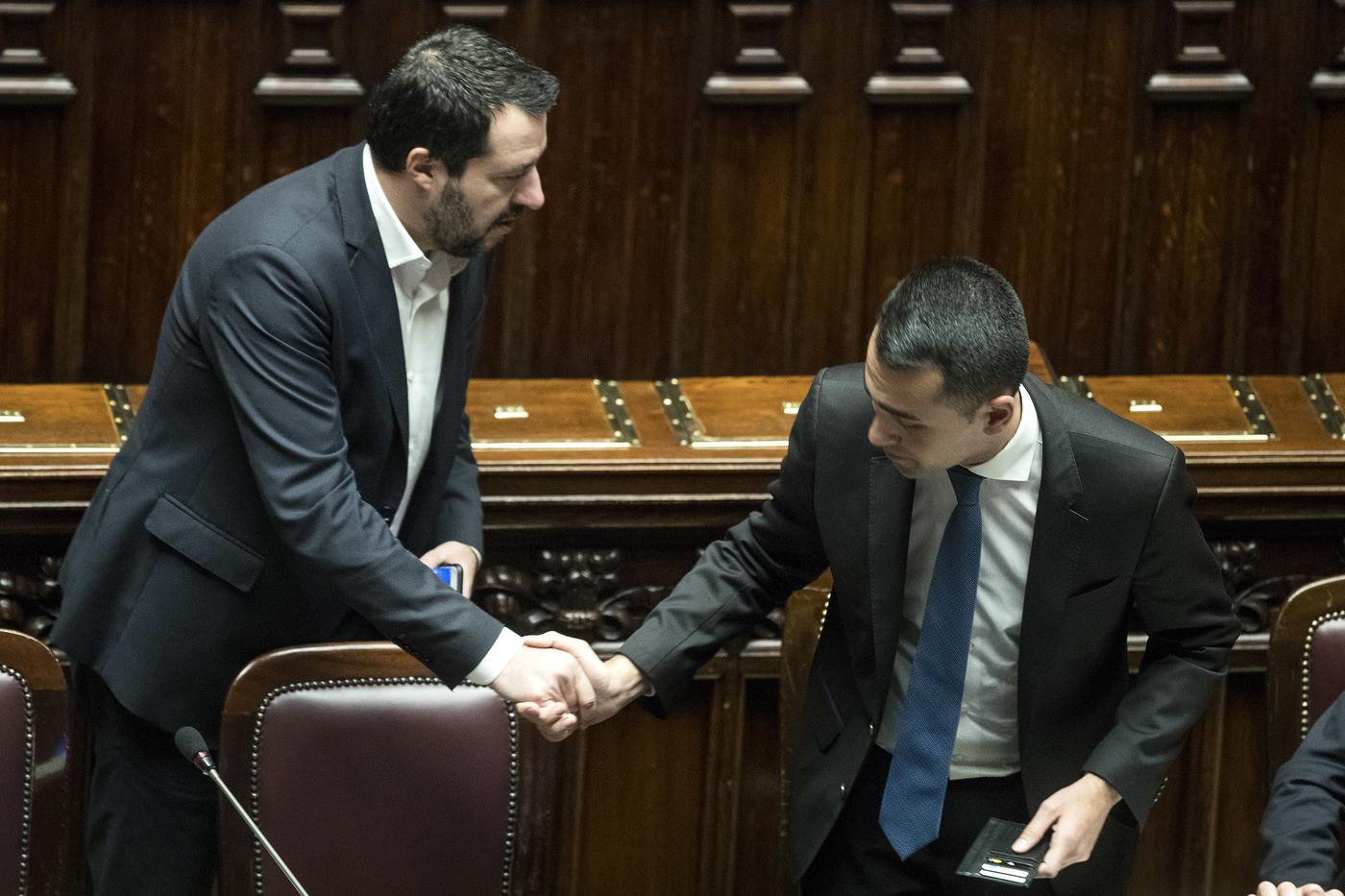 Governo, sfida social Salvini-Di Maio. Dirette 'estreme' on the road e in pista