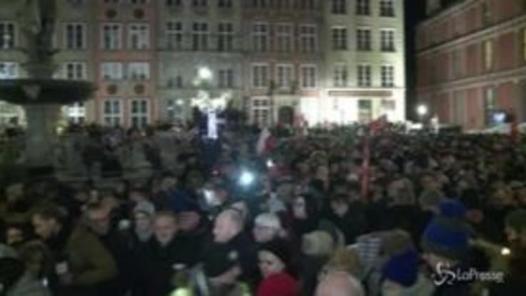 Polonia, sindaco ucciso: migliaia a Danzica per ricordarlo