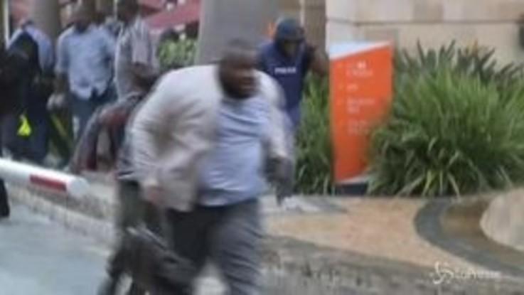 Kenya, esplosione a Nairobi: le immagini dell'attentato islamista