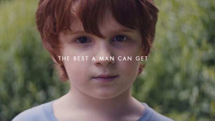 Gillette, il nuovo spot invita gli uomini a cambiare. Ma loro non apprezzano