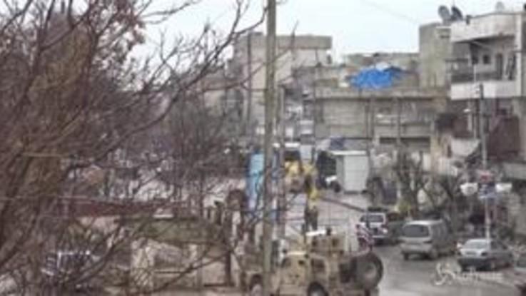 Siria, bomba in un ristorante a Manbij: le immagini delle esplosioni