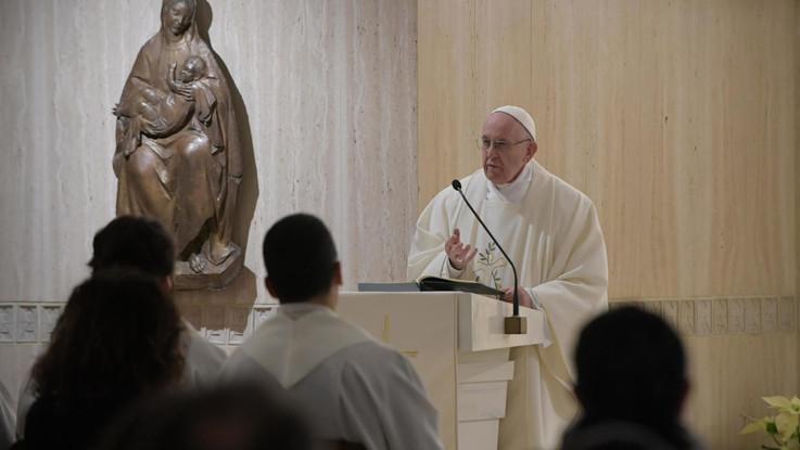 """Il Papa sui migranti: """"Lotta al traffico e offrire vie legali di migrazione"""""""
