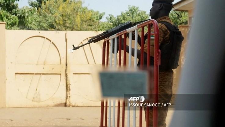 Burkina Faso, trovato il corpo di un uomo bianco ucciso a colpi di arma da fuoco