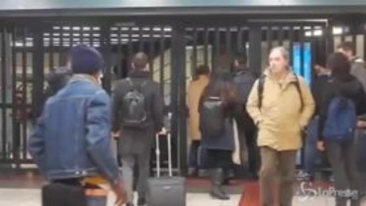 A Roma Atac in sciopero: metropolitane chiuse, lunghe code per i taxi