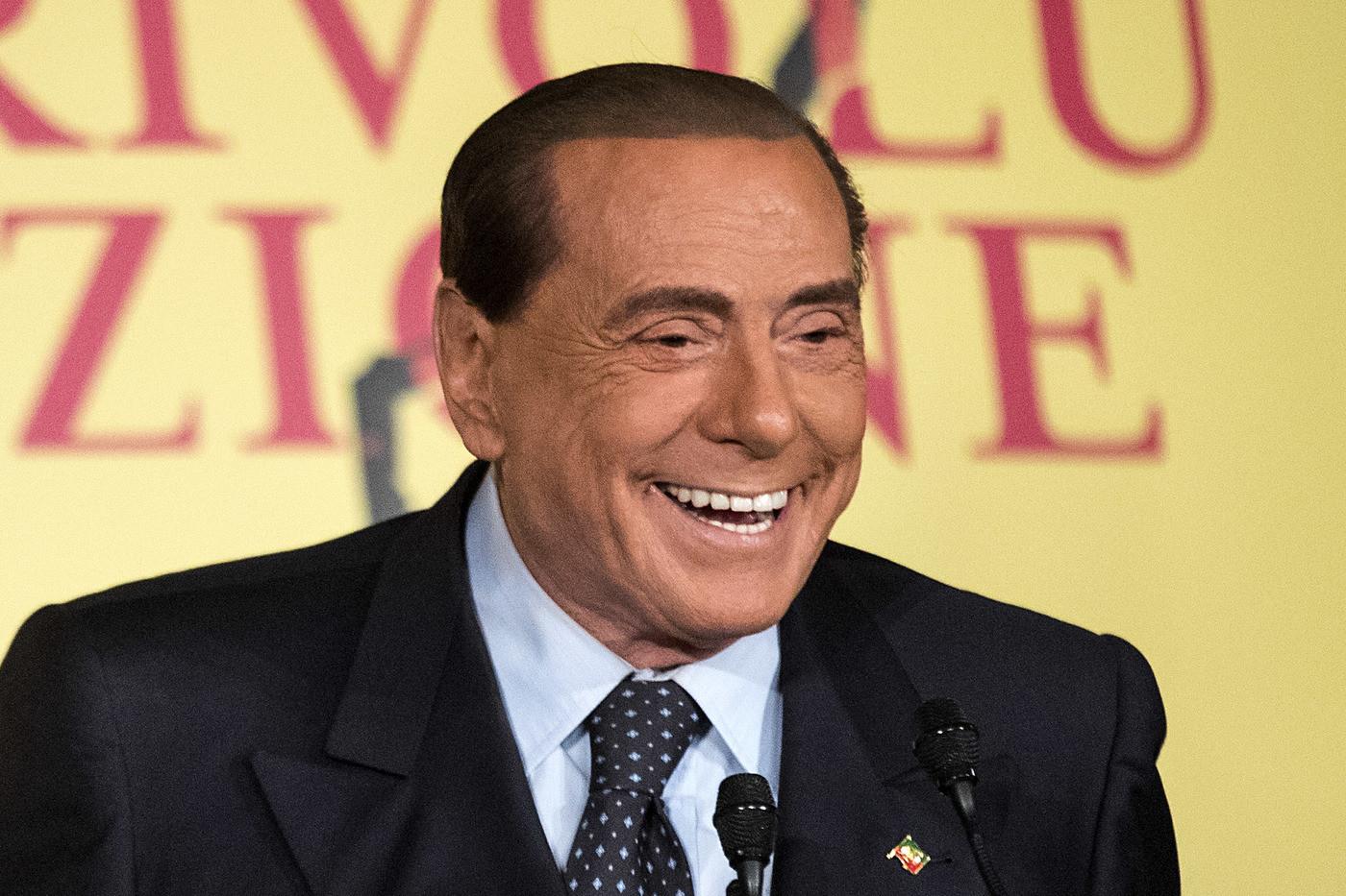"""Berlusconi dalla Sardegna: """"Mi candido alle Europee"""""""