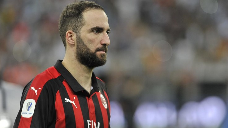 Calciomercato, Higuain corre verso Chelsea. Milan stringe per Piatek