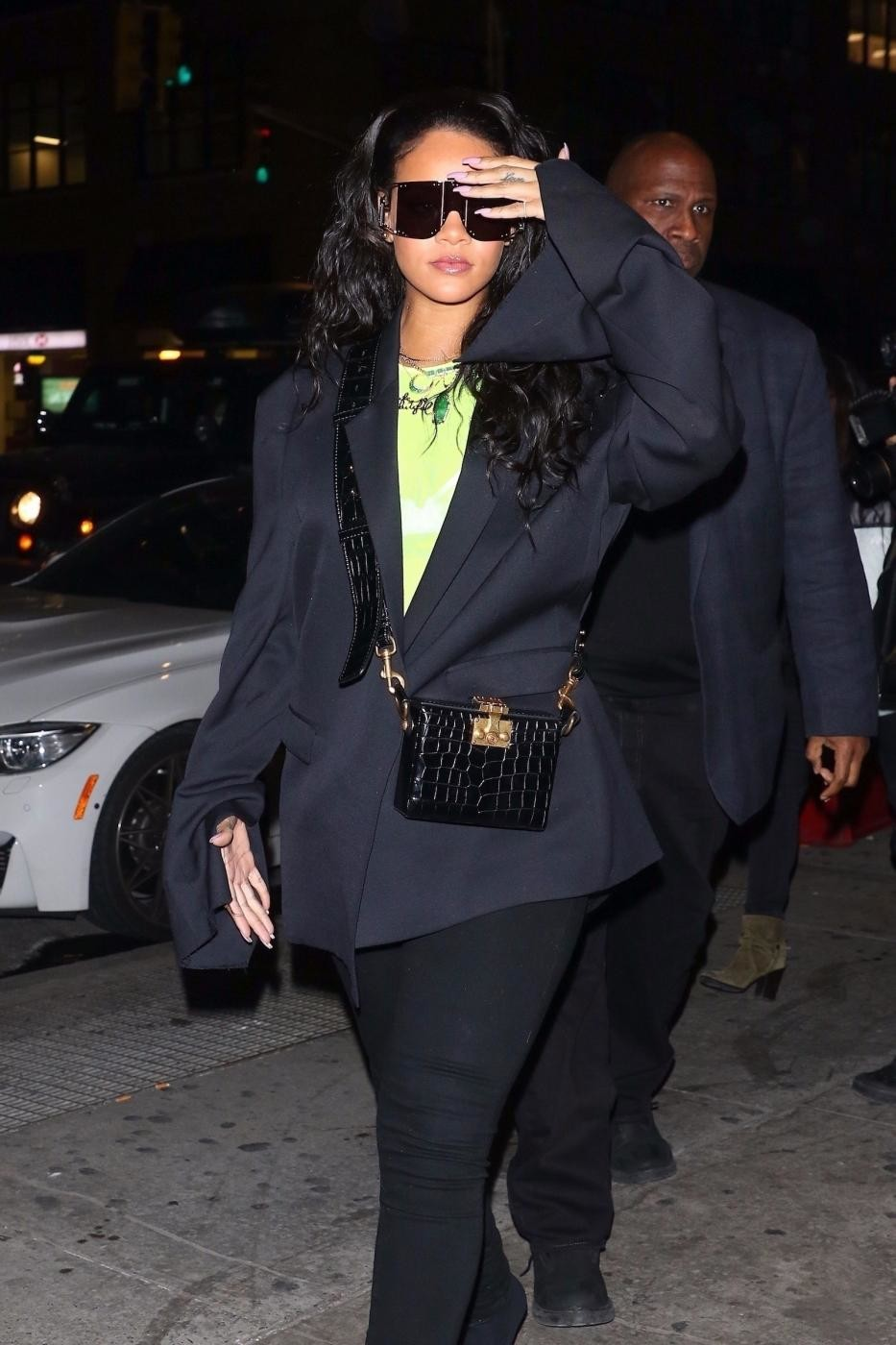 Rihanna firmerà una nuova casa di moda: la popstar in trattative con LVMH