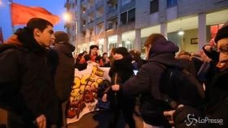 Sesto San Giovanni, le immagini della protesta antifascista contro CasaPound