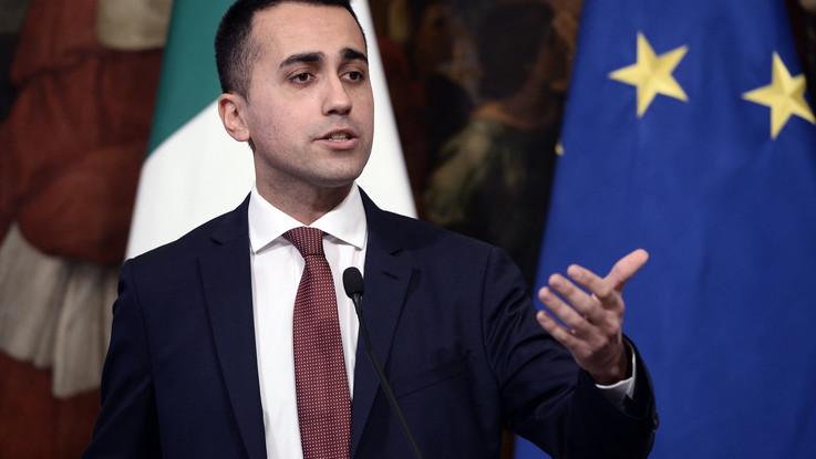 """Migranti, Di Maio appoggia Di Battista: """"Da ora in poi porteremo in Francia i naufraghi salvati"""""""