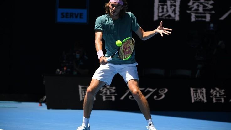 Australian Open, Tsitsipas primo semifinalista. Avanti Collins e Kvitova