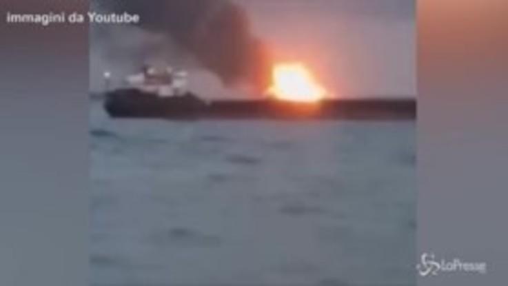 Crimea, navi in fiamme: 14 morti
