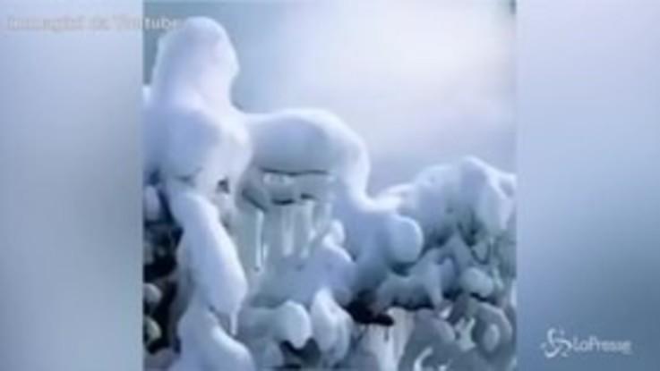 Niagara, le cascate ghiacciate incantano i turisti