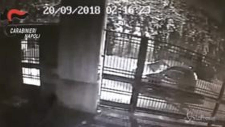 Si fingevano carabinieri per rapinare case e negozi: 6 arresti a Napoli