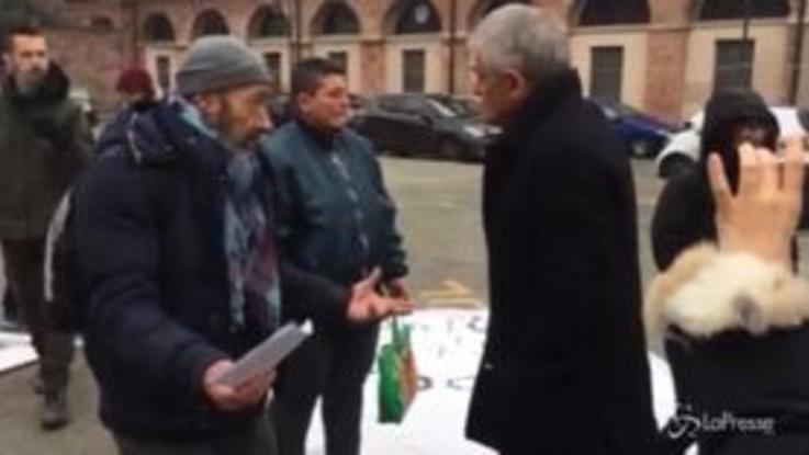 Torino, protesta degli ambulanti del Balon: l'arrivo di Chiamparino