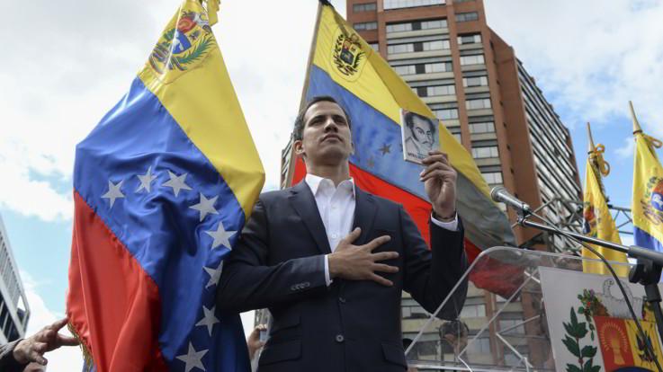 Caos in Venezuela, Guaido si autoproclama presidente. Trump è il primo a riconoscerlo