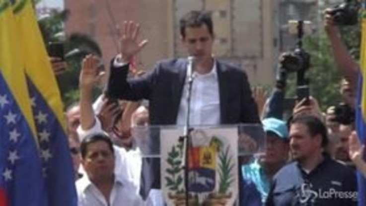 Venezuela, Guaidò si autoproclama presidente