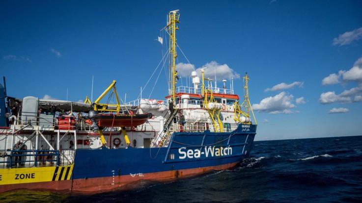 La Sea Watch entra in acque italiane per mettersi al riparo dalla tempesta
