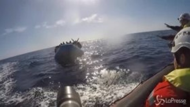 Migranti, la tempesta spinge Sea Watch verso coste italiane
