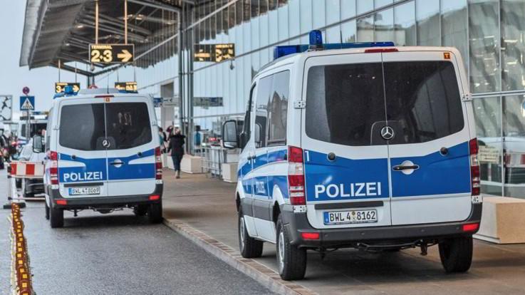 Germania, allarme bomba su un treno: 500 evacuati a Francoforte