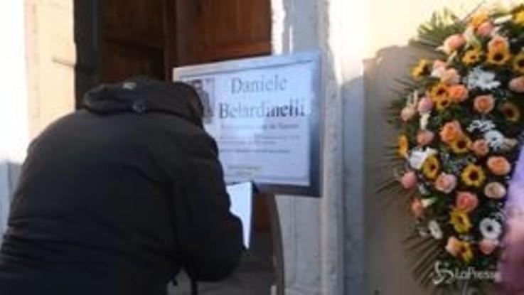 Morte Belardinelli, centinaia di persone ai funerali dell'ultrà del Varese