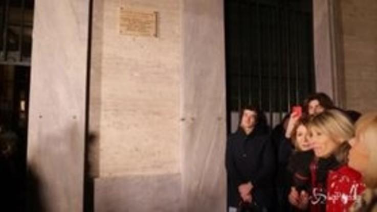 Milano, 80 anni di Giorgio Gaber: apposta una targa sulla sua casa natale