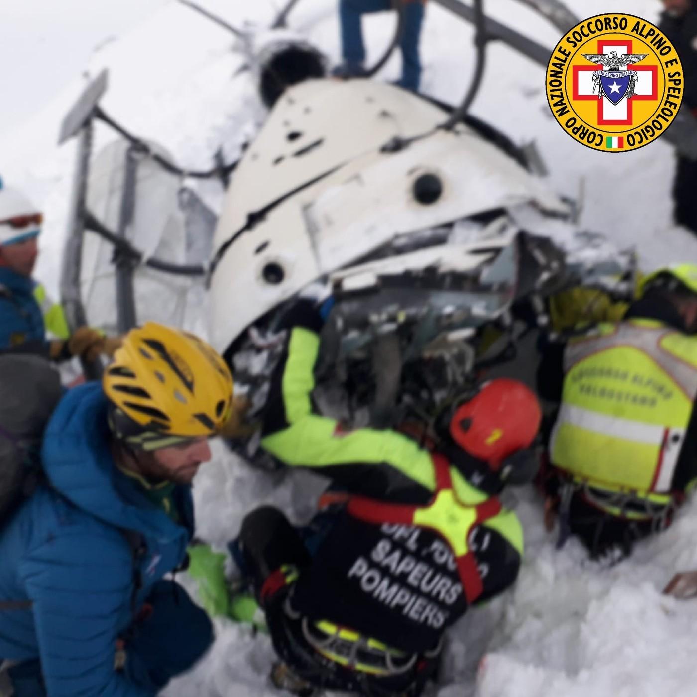 Aosta, salgono a 7 le vittime dell'incidente fra elicottero e aereo: fermato il pilota