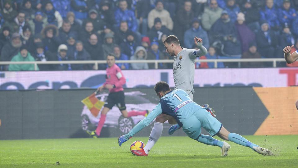 Dzeko fa 2-0 dopo aver scartato Berisha ©